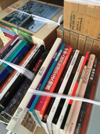 大型美術本や図録などを出張買取しました。