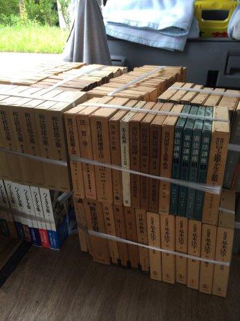 三重県松阪市で経済書や法律書を買取しました。