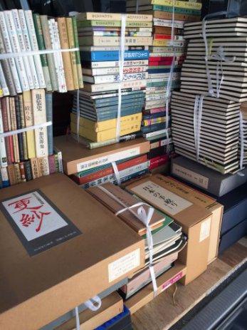 愛知県知多市で書道、草木染め、和裁の専門書などを出張買取しました。