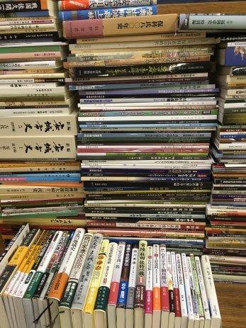 愛知県安城市で近年発行の歴史本や歴史郷土に関する美術館図録を買取しました。