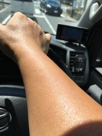 汗の噴き出る腕