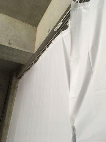 ガレージの仕切りカーテン
