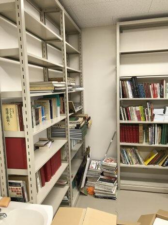 大学教授室の本棚