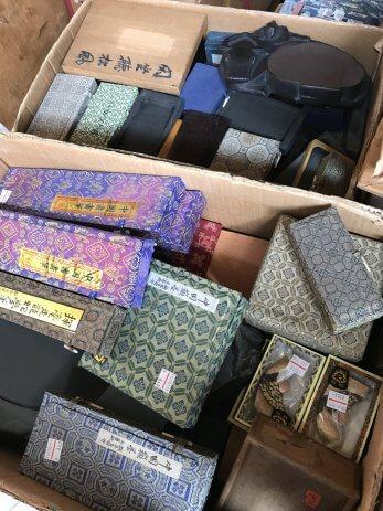 名古屋市瑞穂区で古硯や墨、印材や筆、美術本などを買取しました。
