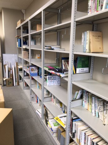 熊本県の大学研究室で社会科学、哲学、思想、医学、経済学などの本を大量に買取しました。