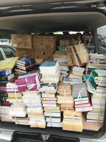 本を積み込みした荷台